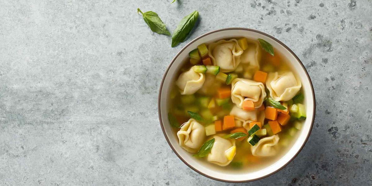 Sopa de verduras y tortellini