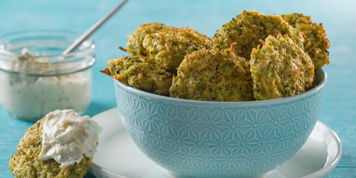 Bocados de brócoli con aderezo de parmesano