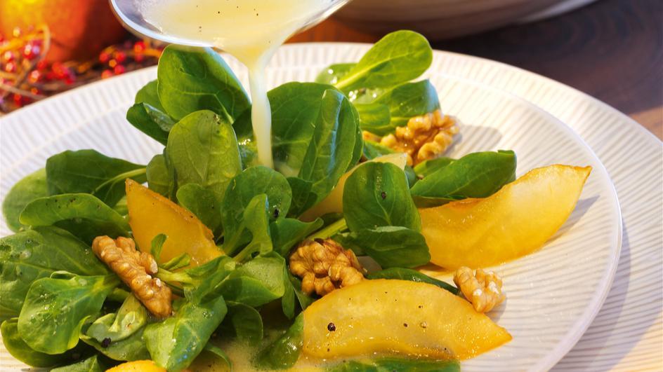 Feldsalat mit karamellisierten Birnen
