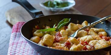 Νιόκι πατάτας με ελαφριά σάλτσα ντομάτας