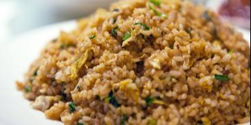 Orez prajit cu sos de soia
