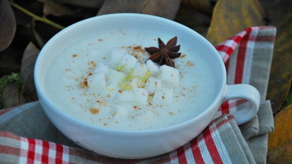Kremowa zupa z jabłek z cynamonem