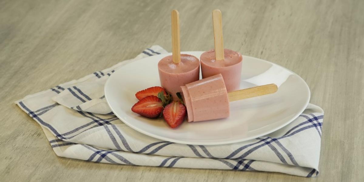 Paletas de tres leches y fresa