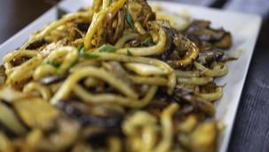 Noodles in sos de curry si cocos