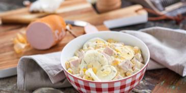 Bunter Eiersalat mit Fleischwurst