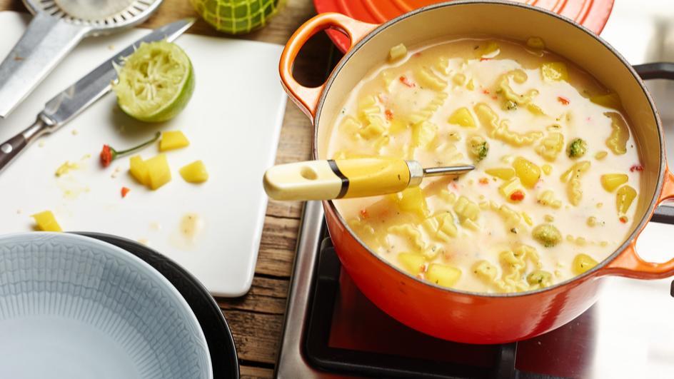 Fruchtig scharfe Thai Kokos Suppe
