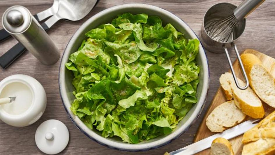 Eichblattsalat mit Bouillon-Vinaigrette