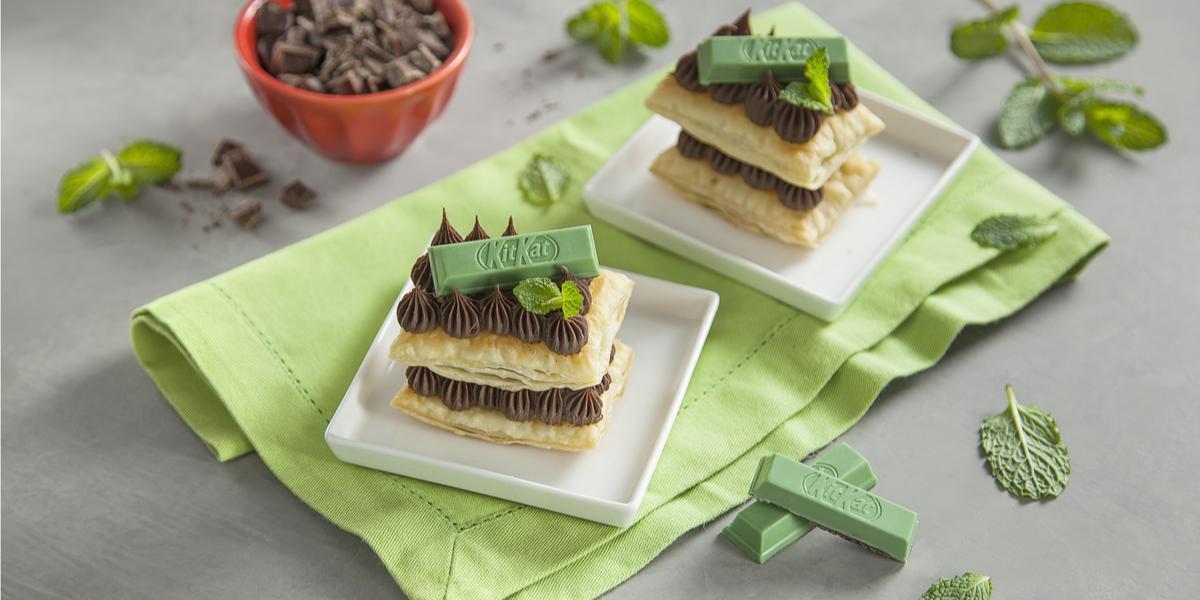 Mil-Folhas-de-Chocolate-com-KitKat-Mint-Receitas-NESTLÉ