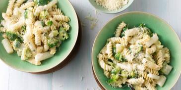 Fusilli met asperges en broccoli