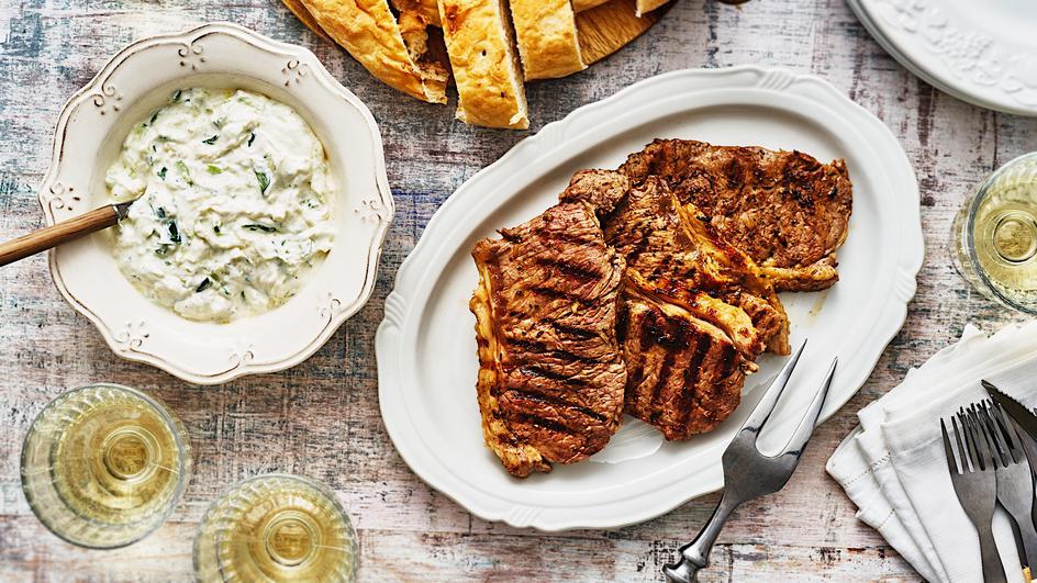 Gyros-Steaks mit Tzatziki