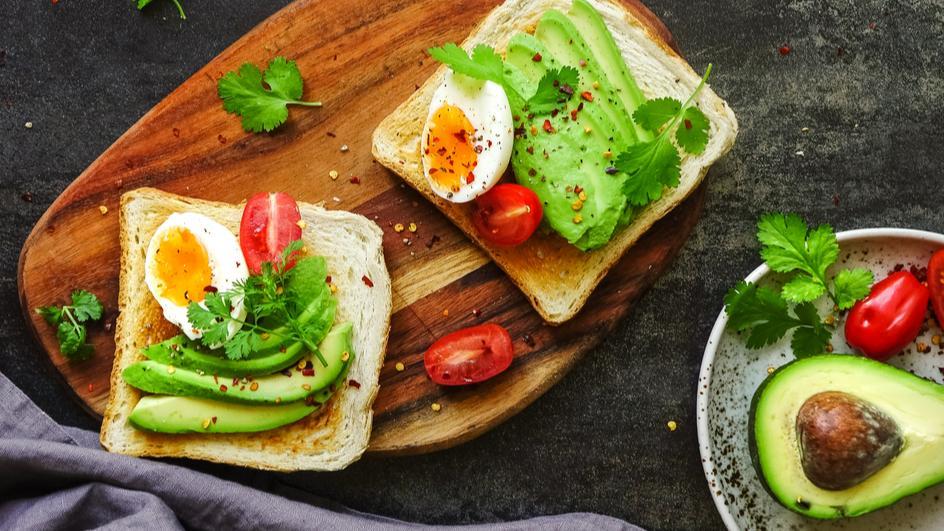 Tousty s avokádem a vejci