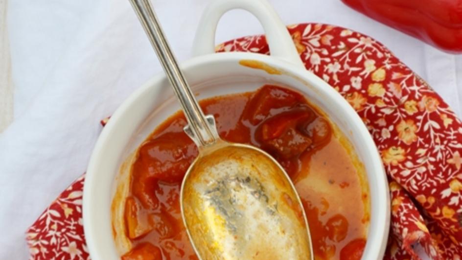 Zupa a'la leczo z kiełbasą
