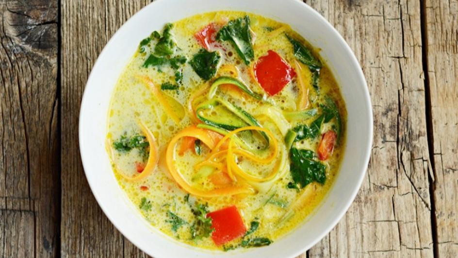 Zupa jarzynowa z warzywnym spaghetti