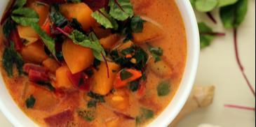 Zupa z botwiny z mlekiem kokosowym