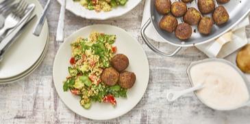 Bulgur-Spinat-Tabouleh mit Falafel