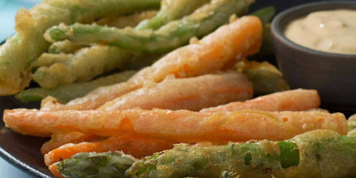 Vegetales verdes en Tempura de Cerveza y Salsa Picante