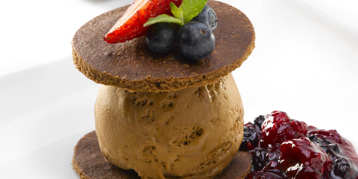 Napoleón de Chocolate y Salsa de Berries