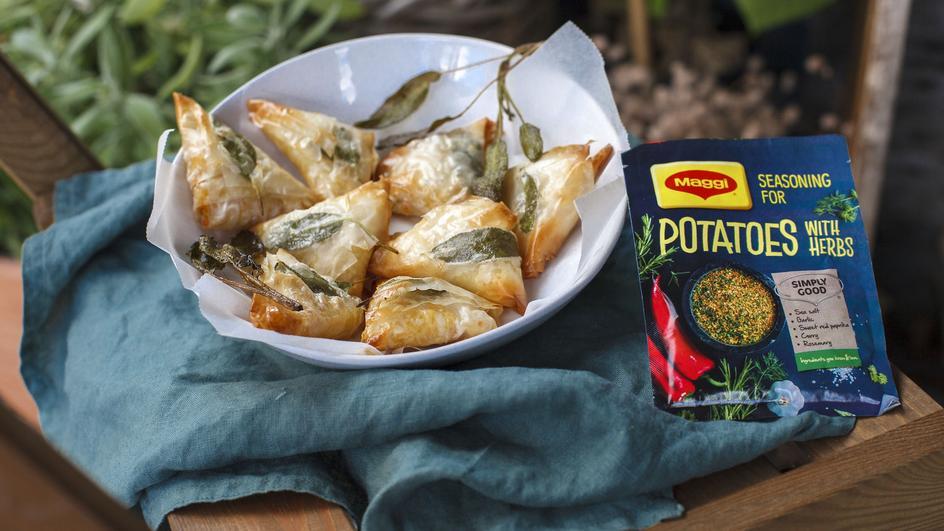 Filo tešlos pyragėliai samosos su bulvių įdaru