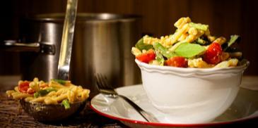 Κρύα σαλάτα ζυμαρικών με πράσινα φασολάκια