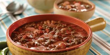 Meksykańska zupa z soczewicy i chorizo