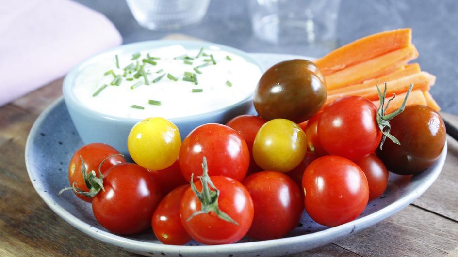 Hüttenkäse, Schnittlauch und knusprige Gemüse