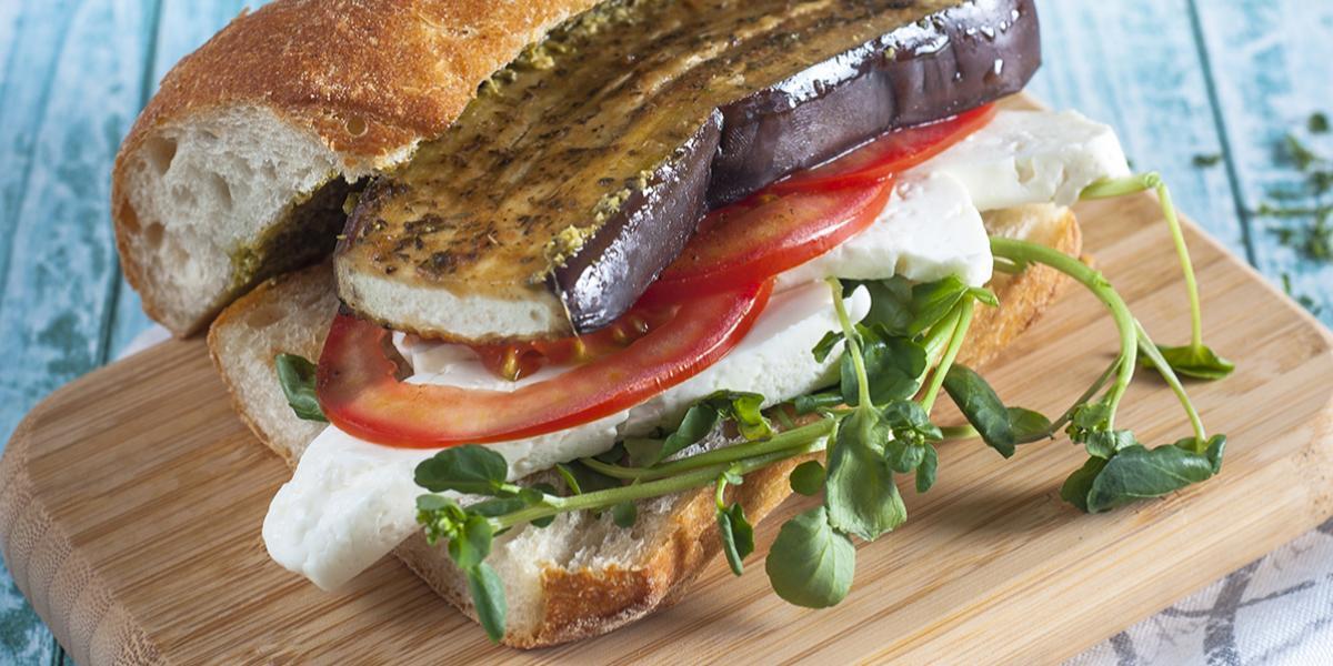 Sandwich de Berenjena Jugosa Ajo y Cebolla