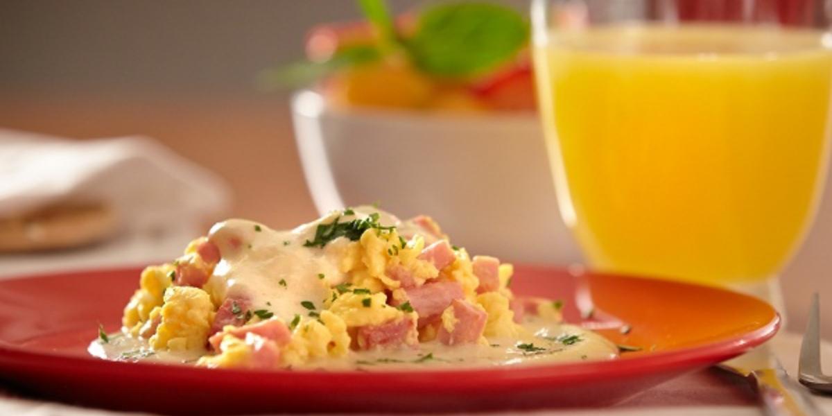 Huevo con jamón