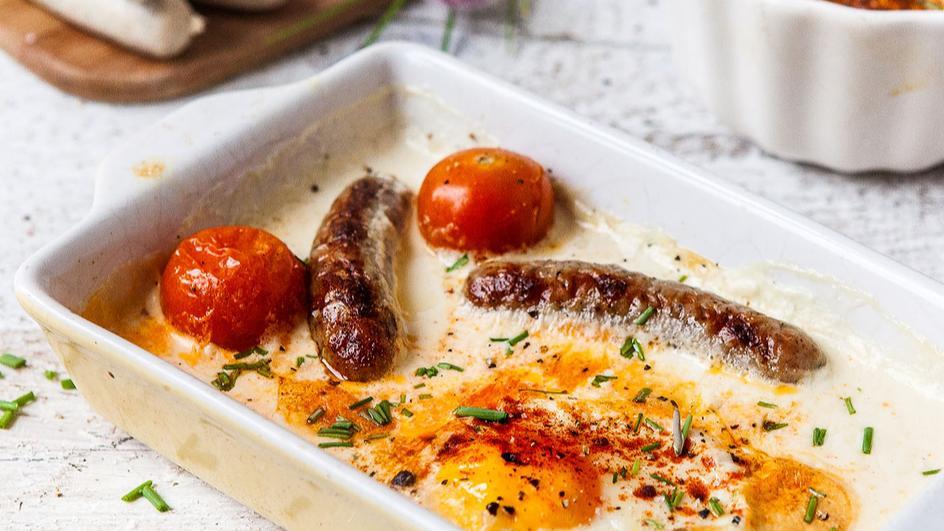 Pečená vejce s klobáskami