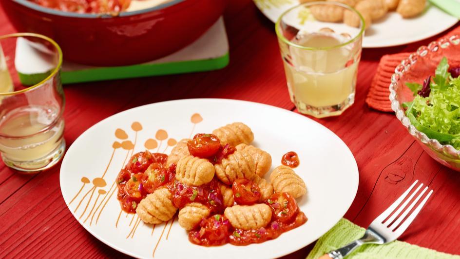 Rote Gnocchi mit Kirschtomaten-Bolo