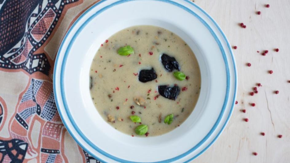 Zupa pieczarkowa ze śliwkami