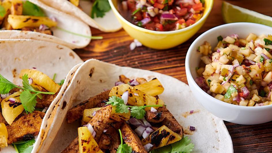 Tacos al pastor z wieprzowiną i salsą ananasową