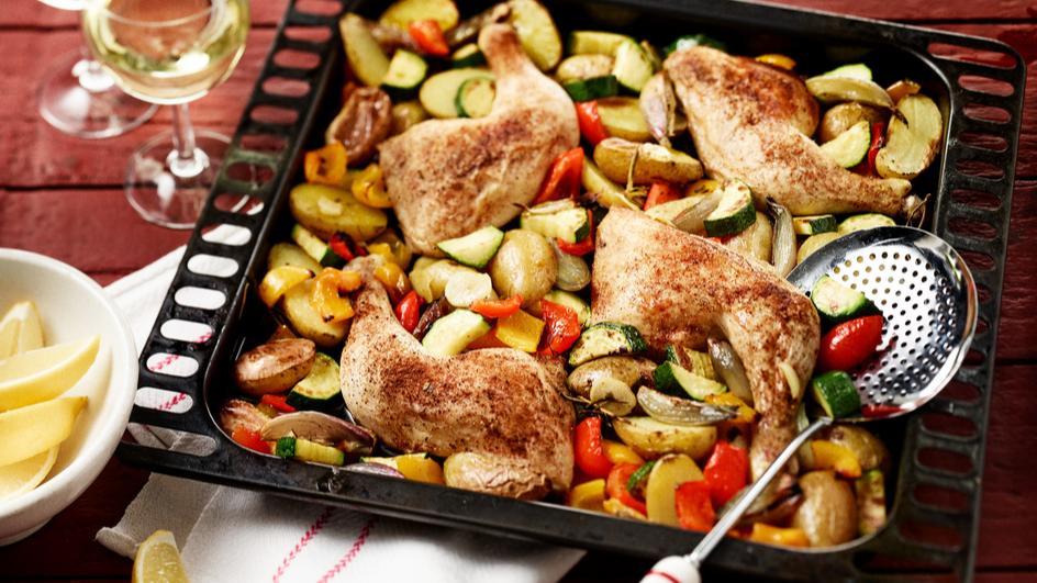 Hähnchenkeulen mit Gemüse vom Blech