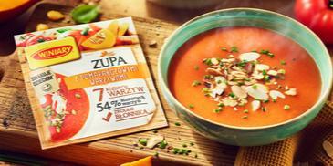 Zupa z pomarańczowymi warzywami WINIARY z prażonymi migdałami i szczypiorkiem