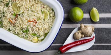 Noodles κοτόπουλο με chili τζίντζερ