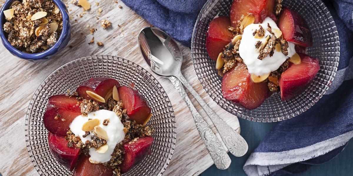 frutas-assadas-farofa-doce-crocante-iogurte-receitas-nestle