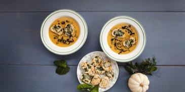 Moliūgų sriuba su skrebučiais