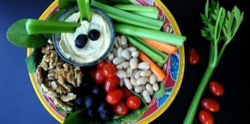Lunch bowl z selerem i hummusem