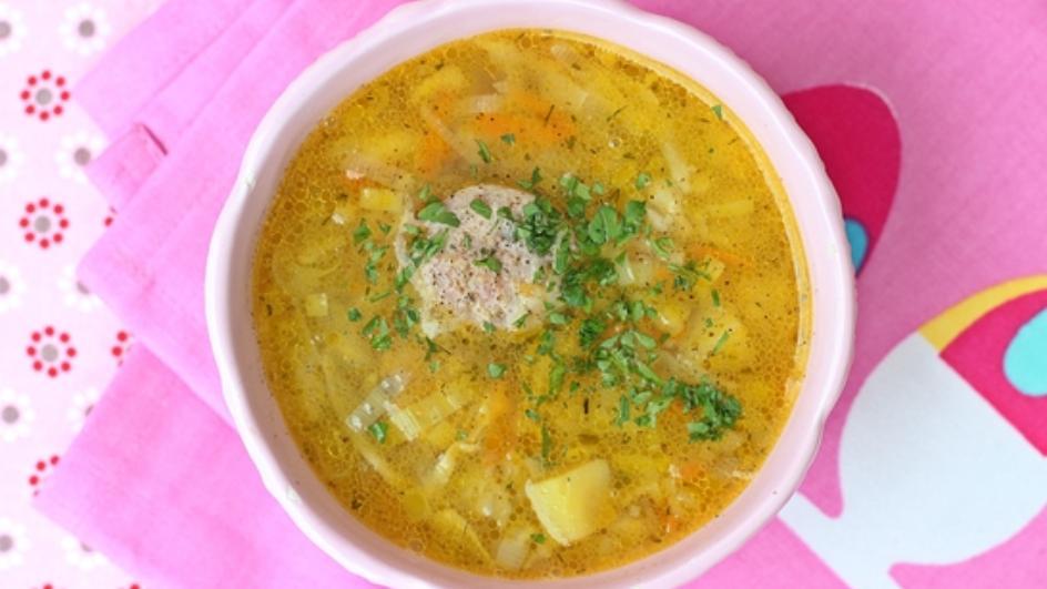 Zupa porowa z pieczoną białą kiełbaską