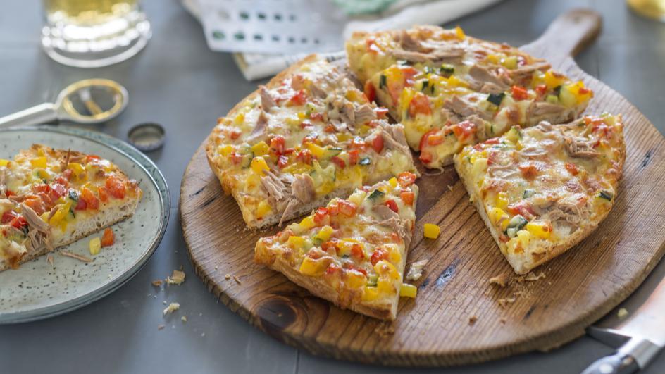 Fladenbrot-Pizza mit Thunfisch