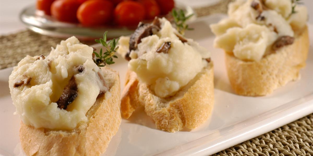 Brusquetas de papa y hongos