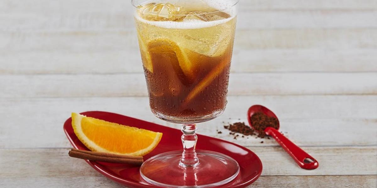 Soda de café, naranja y canela