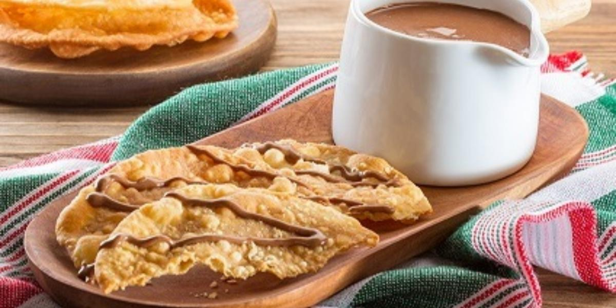 buñuelos con salsa de chocolate