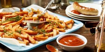 Gebackene Süßkartoffelpommes mit Curry-Sauce