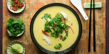 Tajska zupa z kukurydzy na mleku kokosowym