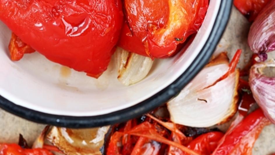 Krem z pieczonej papryki z pieczonym czosnkiem i mascarpone
