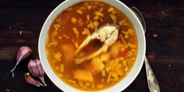 Rosyjska zupa rybna z czterech gatunków ryb