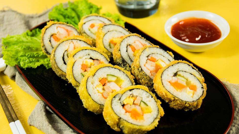 Kimbap Hải Sản Trứng