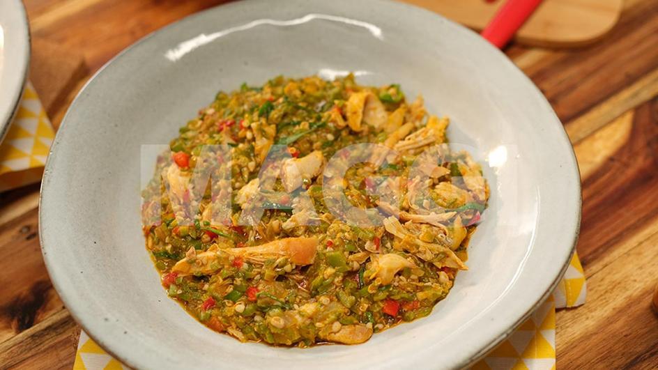 Gombo rapé au poulet fumé dessossé