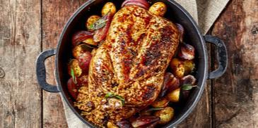 دجاج محمّص مدهون بدبس الرمّان ومحشو بالفريكه