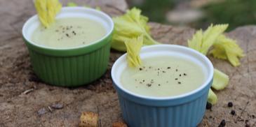 Zupa krem z selera naciowego z tłuczonym pieprzem